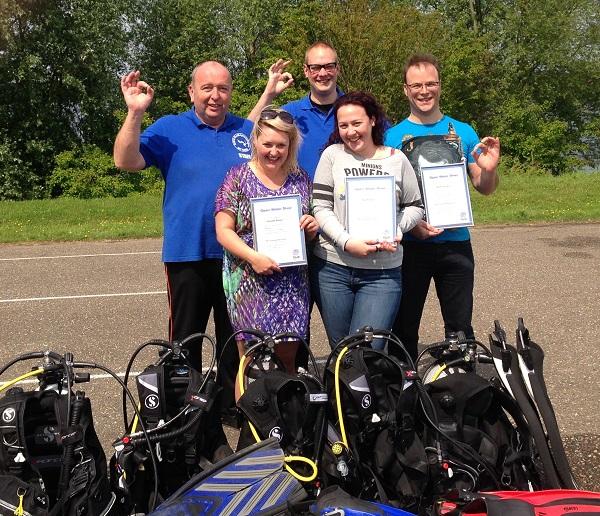 Proficiat Dyonne Beth en Raimond met het behalen van jullie PADI Open Water diver brevet !!.  Het was weer genieten vandaag weer aan de Boschmolenplas.