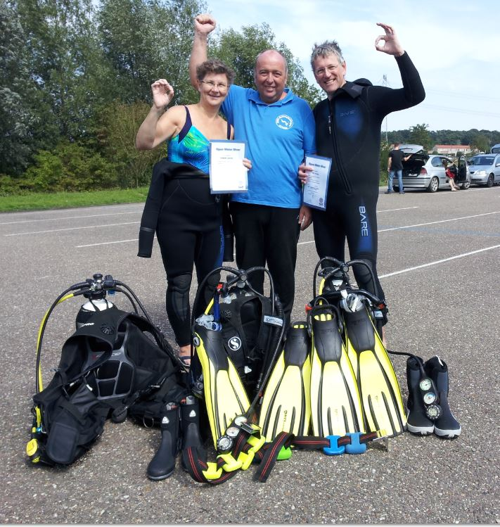 Wim en Elsbeth geslaagd voor hun PADI Open Water Duikbrevet. DMV Duikopleidingen wenst jullie een fijne duikvakantie toe in Sicilië.